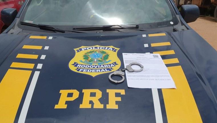 PA: PRF prende passageiro de ônibus com mandato de prisão em aberto na BR-155 em Marabá