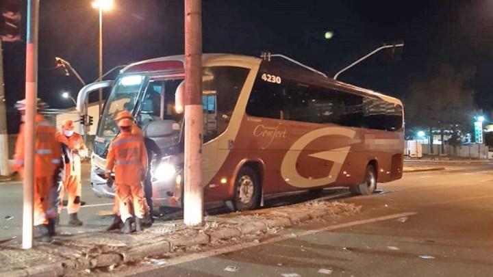 MG: Acidente entre carro e ônibus da Gardenia deixa um morto em Varginha