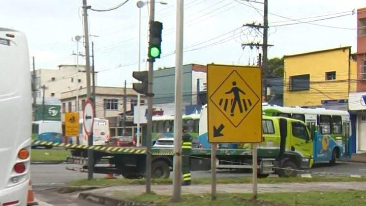 Acidente entre carro, moto e ônibus deixa um morto na Grande Vitória