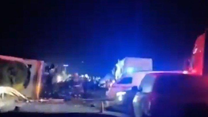 China: Acidente entre caminhão e ônibus deixa 11 mortos e 19 feridos na madrugada deste domingo