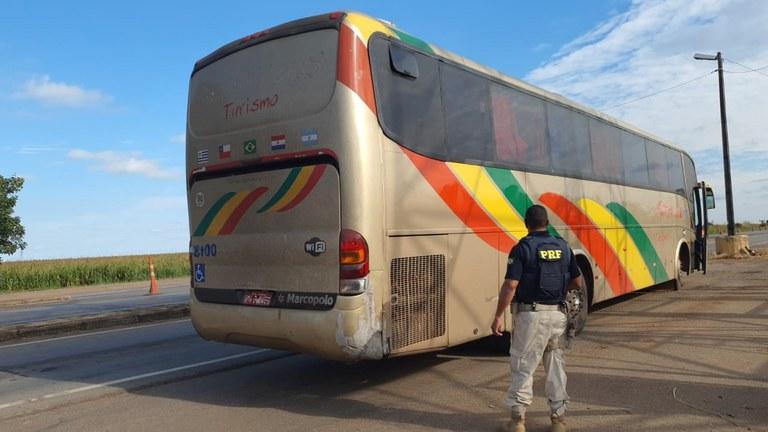 MT: PRF apreende ônibus rodoviário em situação precária na BR-163