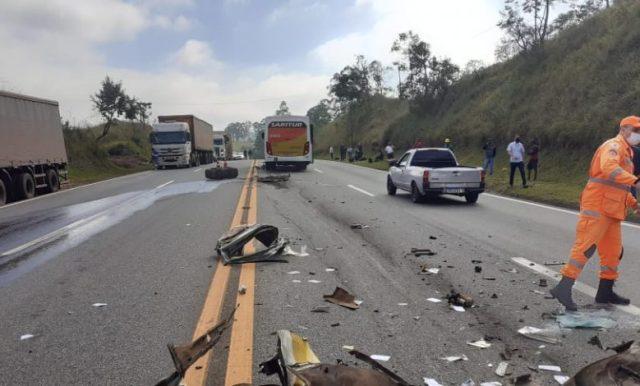 MG: Acidente entre carro e ônibus da Saritur deixa uma pessoa morta na BR-040 - revistadoonibus
