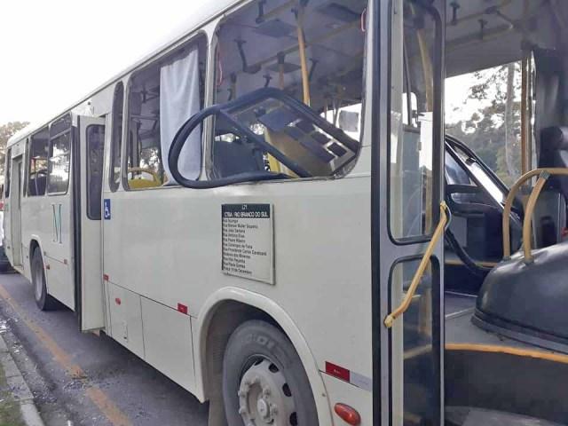 Vídeo: Ônibus da Viação Sul são alvos de tiros e vandalismo na região metropolitana de Curitiba - revistadoonibus