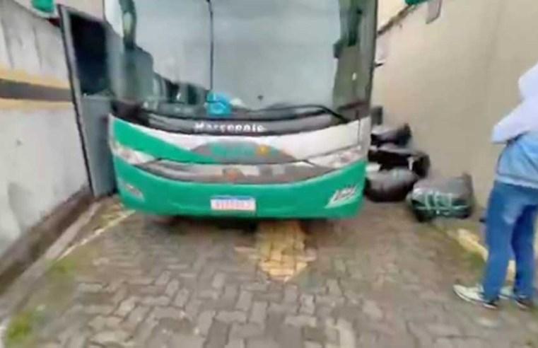 São Paulo: Polícia Civil apreende ônibus de turismo com contrabandos na zona norte