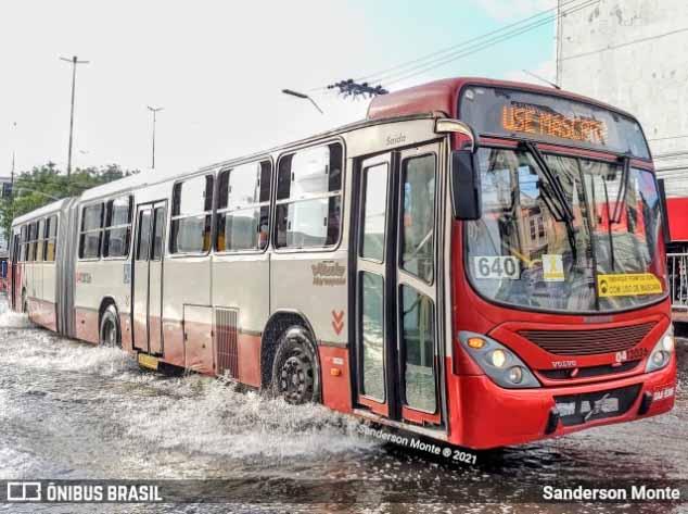 Manaus muda rota dos ônibus articulados no Centro por causa da cheia do Rio Negro