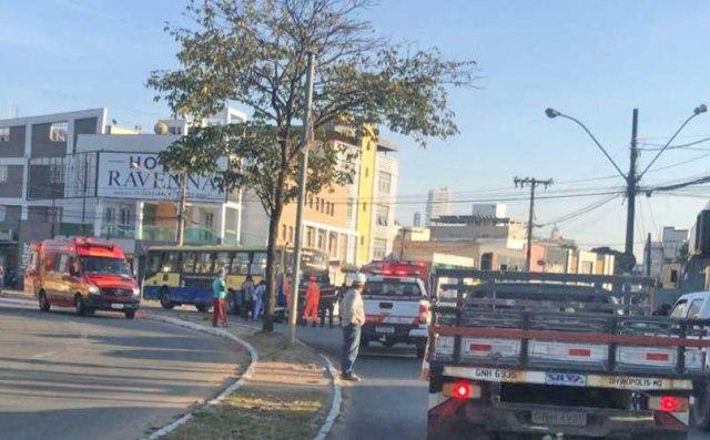 MG: Acidente entre ônibus e moto deixa uma pessoa morta em Divinópolis - revistadoonibus