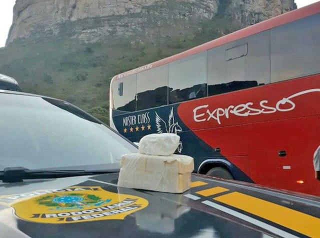 BA: PRF apreende passageiro de ônibus com entorpecente na Chapada Diamantina - revistadoonibus