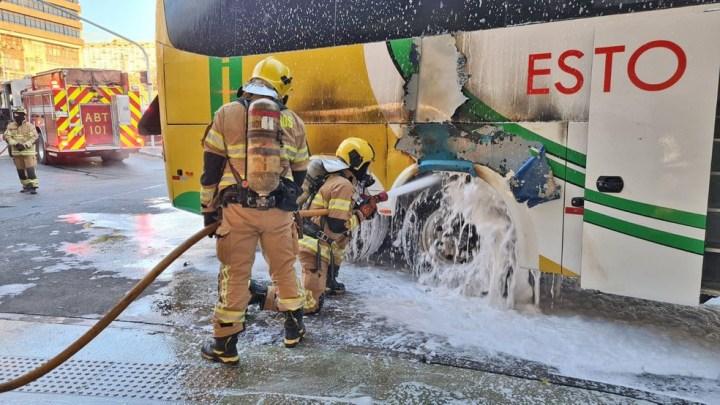 Brasília: Ônibus da Viação Espírito Santo pega fogo na Rodoviária do Plano Piloto