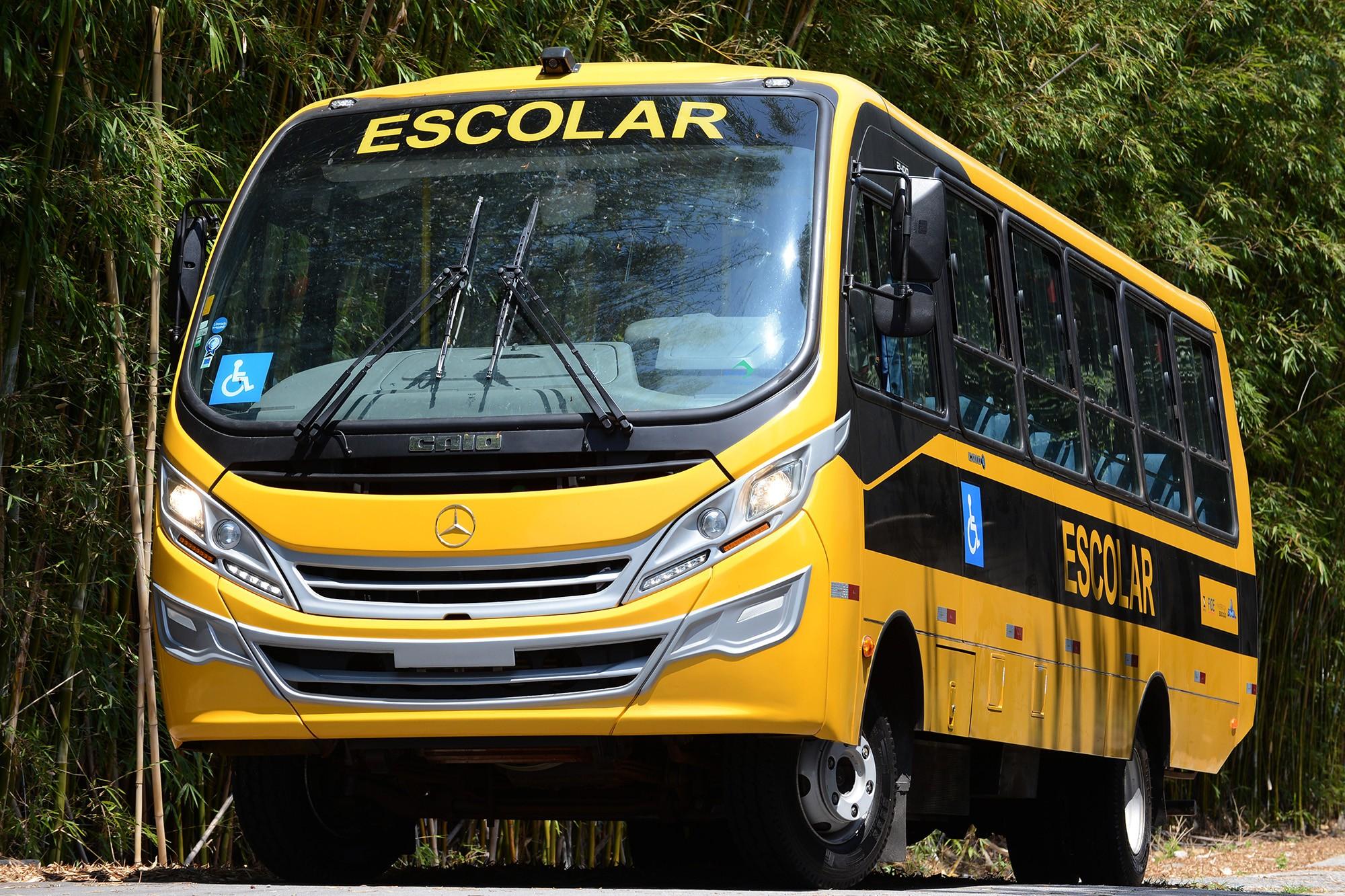DF e empresa de transporte terão que indenizar aluno que sofreu queda em ônibus escolar