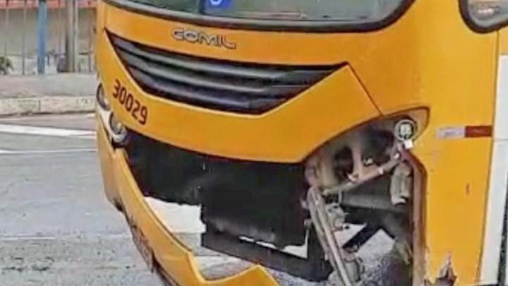 Salvador: Acidente entre carro e ônibus da Plataforma Transporte deixa um ferido no viaduto do Aquidabã