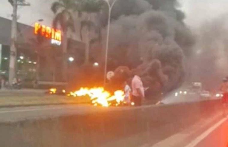 ES: Manifestação interdita a Rodovia do Sol em Vila Velha