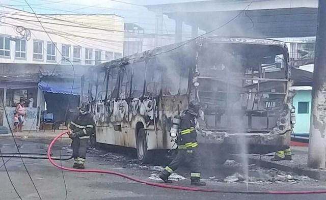 Vídeo: Dois ônibus foram incendiados nesta tarde em Salvador - revistadoonibus