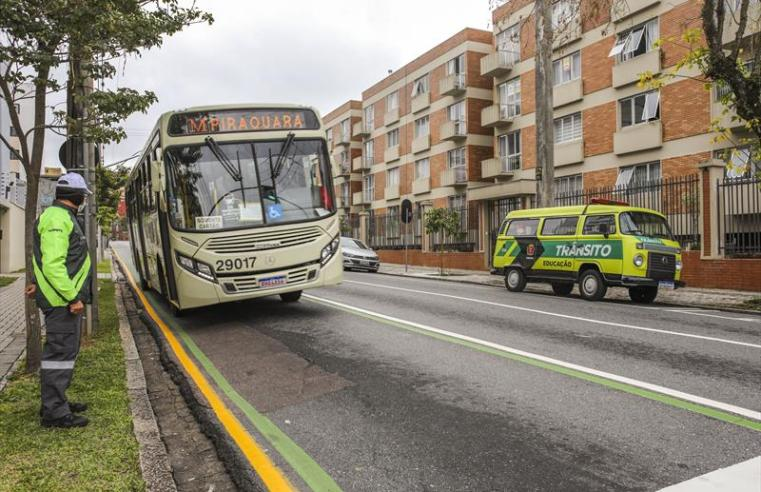 Curitiba: Motorista flagrado na faixa exclusiva para ônibus poderá ser multado