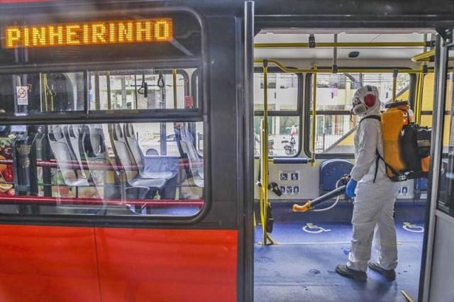 Curitiba: Após reclamações, prefeitura inicia sanitização em ônibus e em terminais - revistadoonibus