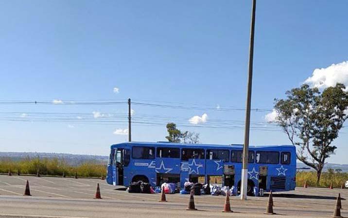 DF: Fiscalização da PRF apreende mercadorias em ônibus na BR-060 em Recanto das Emas