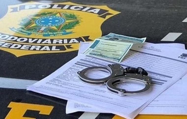 SP: Fiscalização da PRF em ônibus captura dois procurados pela Justiça na Régis Bittencourt