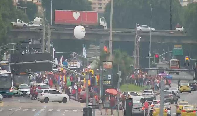 Rio: Manifestação contra o Presidente Bolsonaro causa retenção na Avenida Presidente Vargas