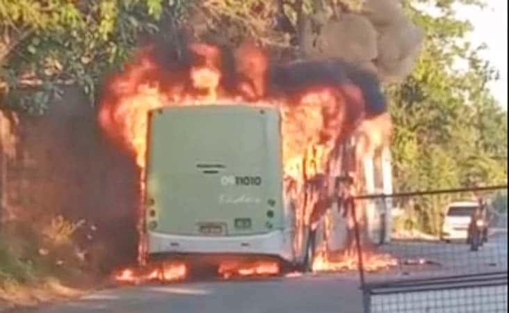 Manaus segue sem ônibus neste domingo após ação de bandidos que incendiaram carros, ônibus e até ambulância do SAMU