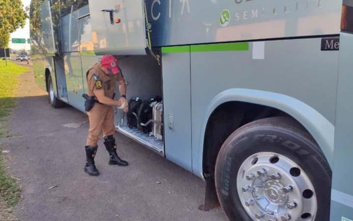 PR: Fiscalização apreende entorpecentes a bordo de ônibus da Viação Garcia na PR-323 em Cianorte