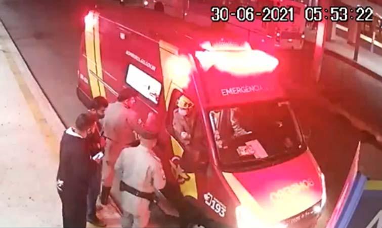 Goiânia: Passageira é esfaqueada dentro de ônibus durante discussão por janela aberta