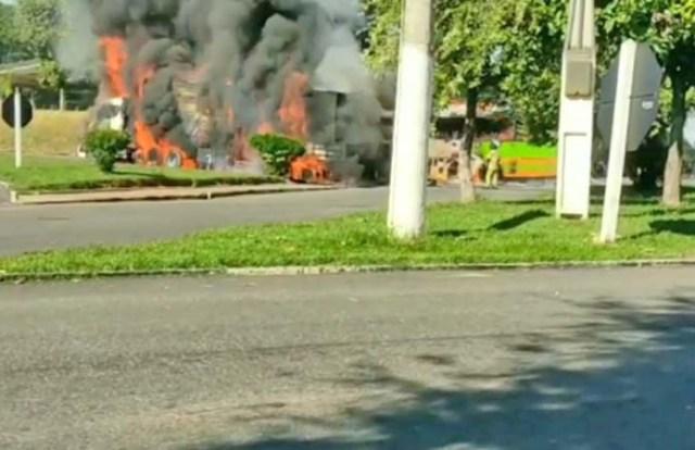 Vídeo: Acidente entre ônibus e carreta causa incêndio em Bom Jesus do Itabapoana/RJ - revistadoonibus