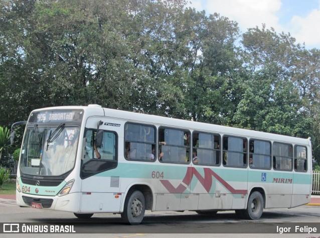 PE: Acidente entre moto e ônibus deixa dois feridos graves em Jaboatão dos Guararapes