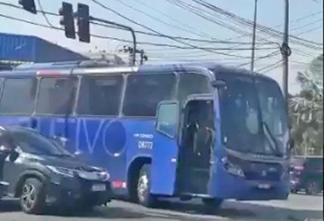 Vídeo: Ônibus da Expresso Pégaso apresenta problemas na Zona Oeste do Rio de Janeiro