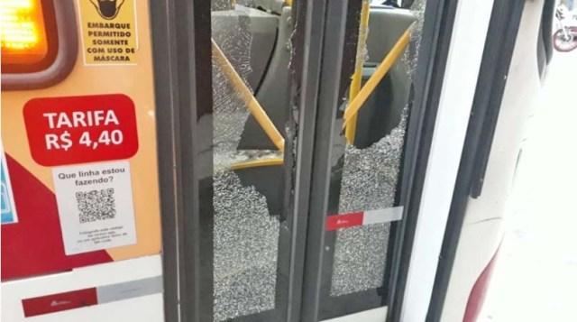 RJ: Ônibus da Petro Ita é depredado no Alto da Serra em Petrópolis - revistadoonibus