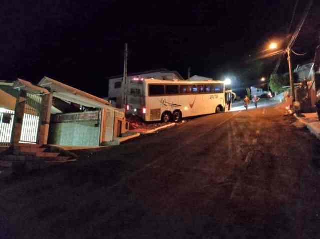 SC: Ônibus com delegação do Stein Cascavel Futsal Feminino sofre acidente em Seara - revistadoonibus