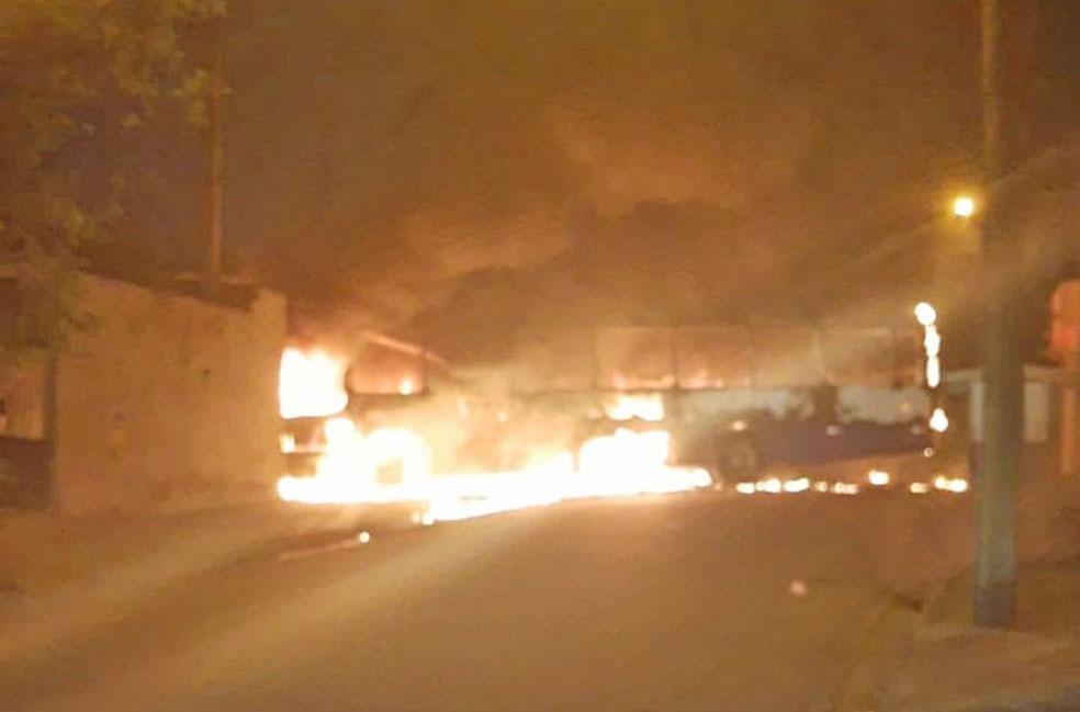 SP: Ônibus acaba incendiado durante protesto por ação da Polícia em Jacareí