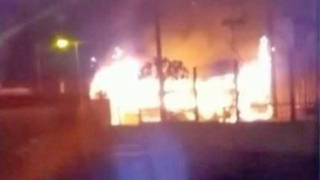 São Paulo: Bandidos mandam incendiar ônibus na região do Grajaú - revistadoonibus
