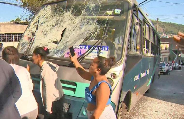Vitória: Conforto entre moradores e PM devido morte de jovem deixa ônibus  depredado