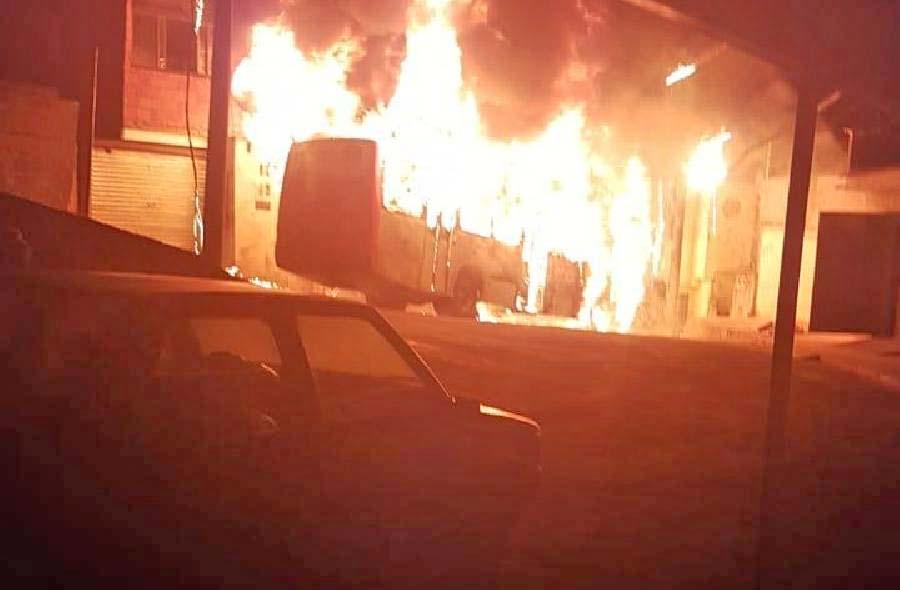 MG: Ônibus acaba destruído pelo fogo em Juiz de Fora