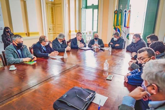 Prefeito de Porto Alegre recebe diretoria da Carris e Sindicato dos Rodoviários para debater crise no transporte