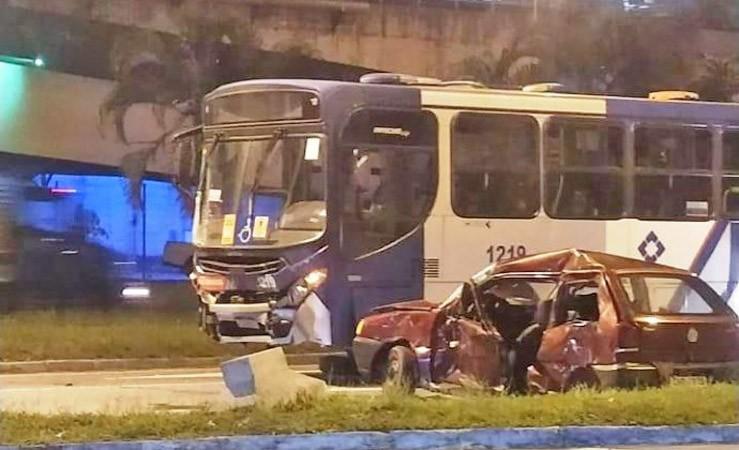 RJ: Colisão entre carro e ônibus deixa seis feridos em Volta Redonda