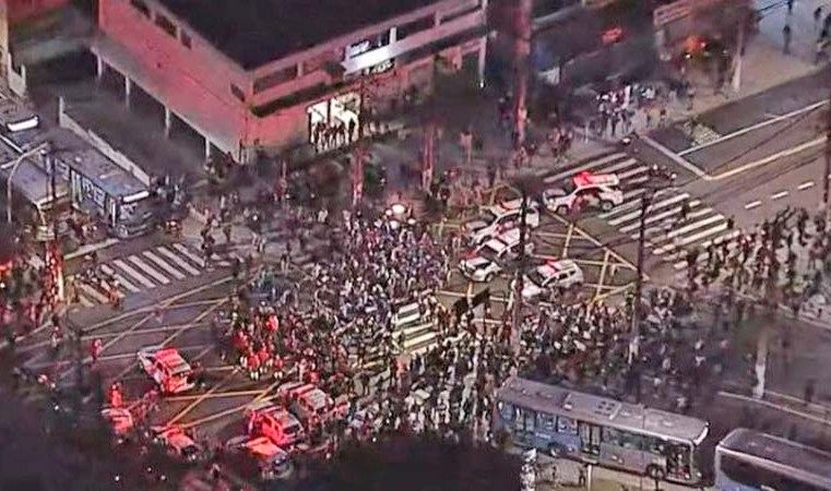 Vídeo: Protesto paralisa os ônibus na região do Terminal Grajaú durante a greve dos ferroviários em São Paulo