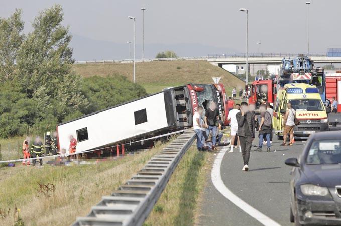 Ônibus tomba na Croácia deixando dez mortos e ao menos 40 feridos