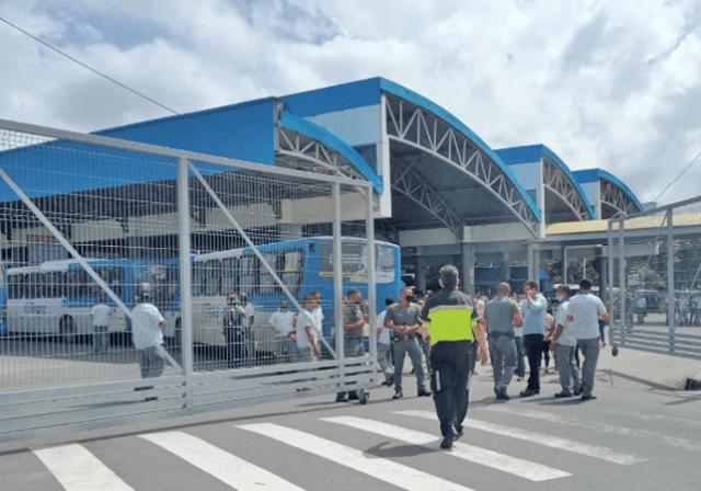 Rodoviários de Salvador fecham a Estação Mussurunga durante protesto contra a direção da CSN - revistadoonibus