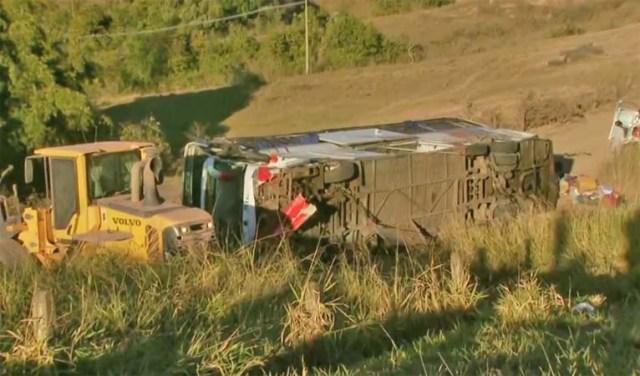 SP: Ônibus a serviço da TransBrasil tomba na rodovia Washington Luís em Rio Claro - revistadoonibus