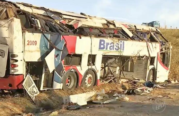 SP: Ônibus da Transbrasil que tombou em Rio Claro fazia serviço clandestino e CNH de motorista estava vencida