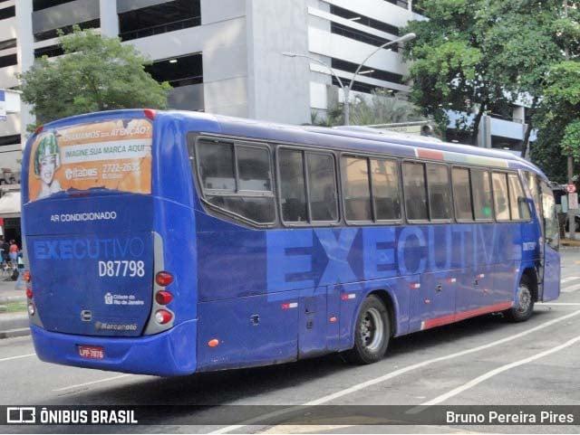 Rio: Ônibus da Expresso Pégaso pega fogo na Avenida Brasil, em Bangu - revistadoonibus