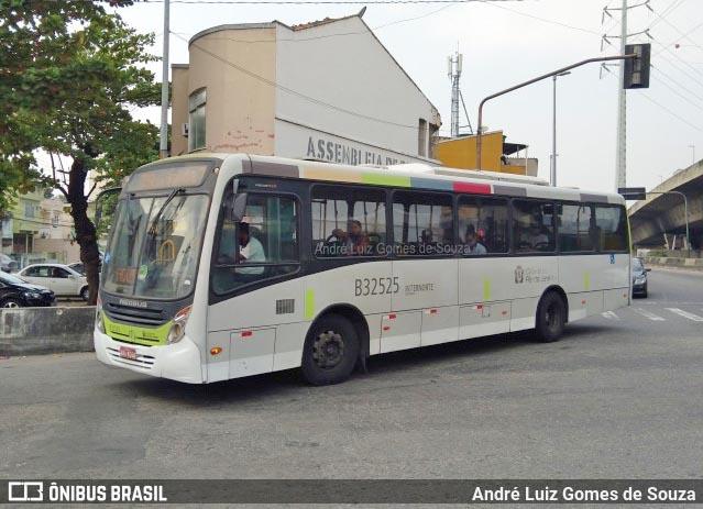Vídeo: Passageiros precisam empurra ônibus da Viação Pavunense no Rio e cena viraliza