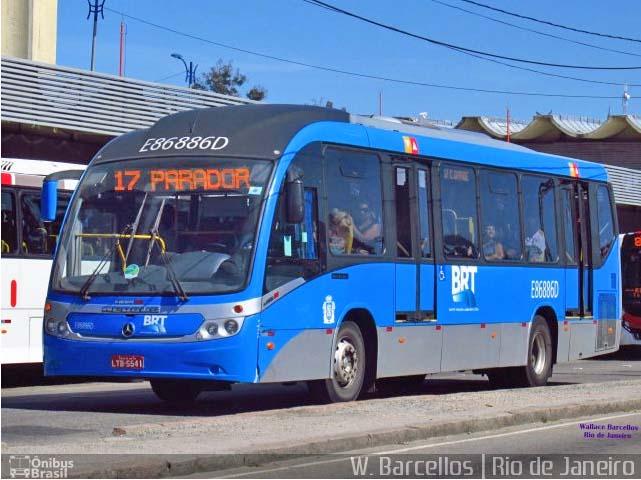 Rio: Ônibus do BRT acaba sendo alvo de tiro no corredor Transoeste
