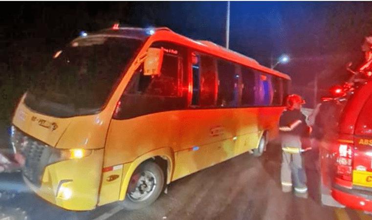Vídeo: Micro-ônibus sofre acidente na ponte de Mosqueiro em Belém