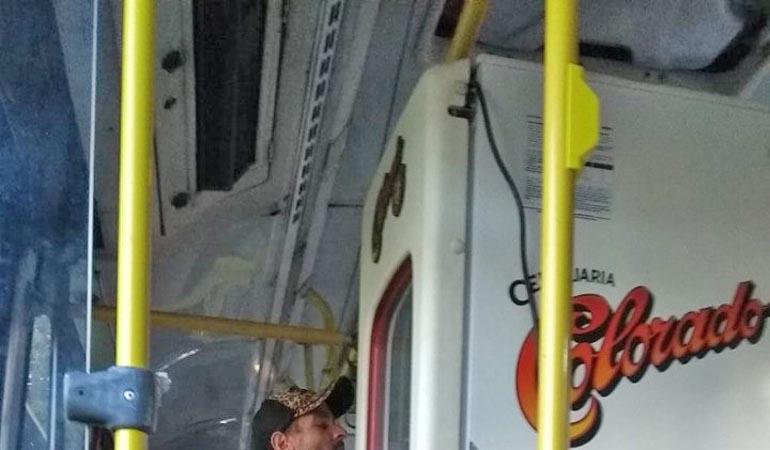 MG: Passageiro de ônibus do Move BRT é flagrado transportando geladeira
