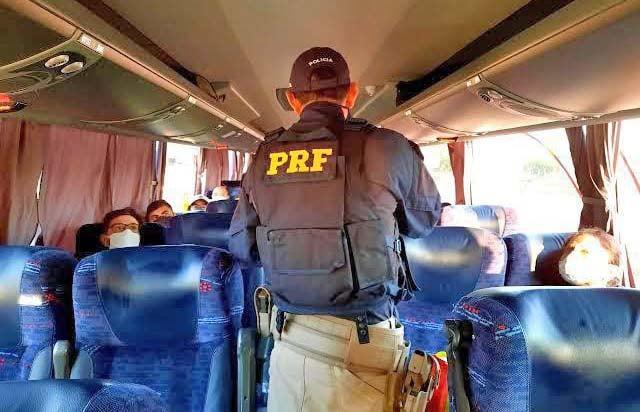GO: PRF prende homem por importunação sexual em ônibus na BR-020, em Formosa