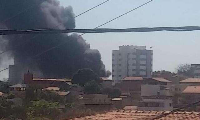 Belo Horizonte: Garagem de empresa de ônibus de turismo pega fogo na Região Norte - revistadoonibus