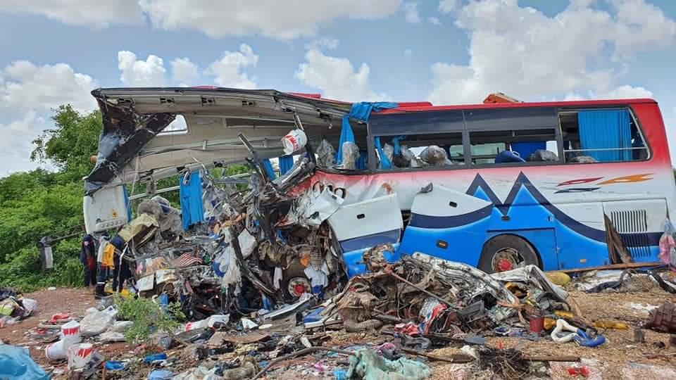 Acidente entre caminhão e ônibus deixa 37 mortos no Mali