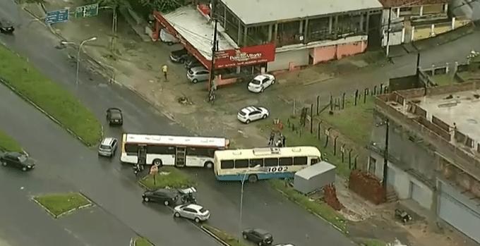 PE: Acidente entre dois ônibus deixa um ferido em Paulista no Grande Recife