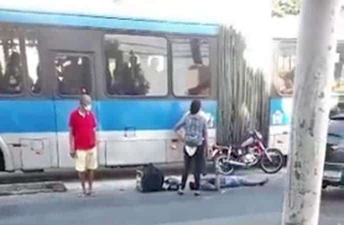 Vídeo: Ônibus do BRT se envolve em acidente na Zona Norte do Rio